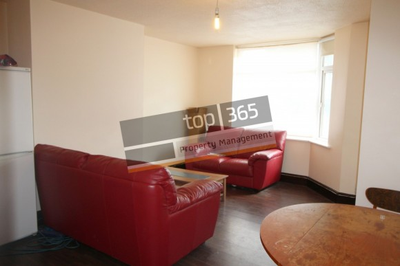 3 bed beeston road nottingham ng7 pads for students for Table 8 beeston