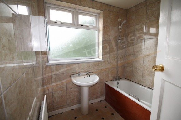 4 bed lower road beeston nottingham ng9 pads for for Table 8 beeston