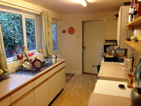 bills included in this good sized 3 bed house very near the uni.
