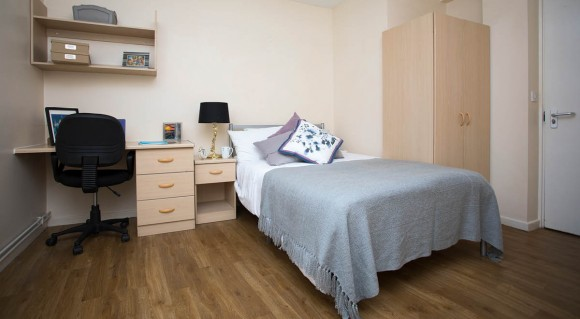 Liverpool Centre (double bed perfect)
