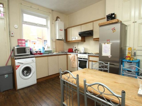 4 Bed - Welton Place , Hyde Park, Leeds