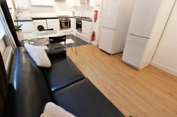 Kitchen / Lounge