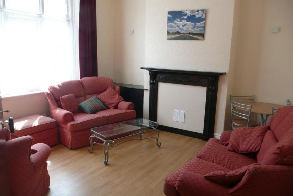bills inc 3 rooms left in spacious 5 bed house with dishwasher