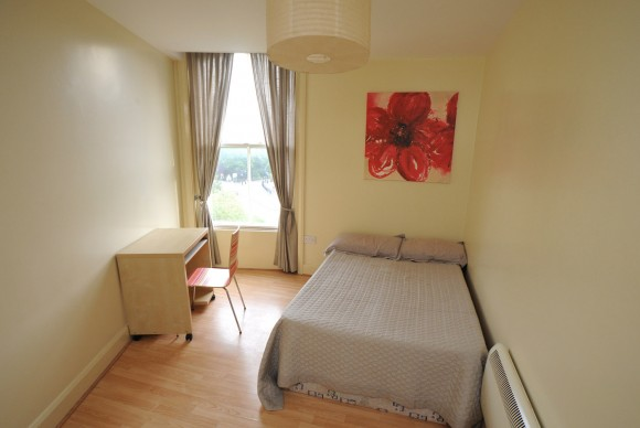 Modern 3 Bedroom Student Apartment Near University Of
